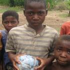 Самодельные игрушки детей из Малави