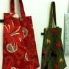 Запустили в производство сумки и шарфы с авторскими принтами