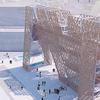 MoMA PS1 представили деревянную инсталляцию с бассейном