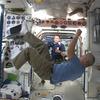 Астронавты NASA сыграли в футбол в невесомости