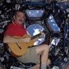 Канадский астронавт записал песню на борту МКС