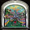 Три витрины магазинов, которые оформили современные художники и дизайнеры