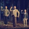 Мужчины в костюмах танцуют в новом клипе СБПЧ