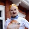 Вивьен Вествуд создала футболку в поддержку WikiLeaks