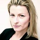 Джоанна Сайкс работает в Aquascutum
