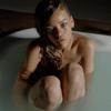 Рианна представила клип, в котором она принимает ванну