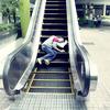 Пока ты спал:  Спящий приятель в публичных местах