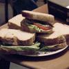 В новом клипе Local Natives поют сэндвичи