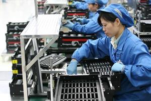 Как выглядит жизнь рабочих завода Apple в Китае