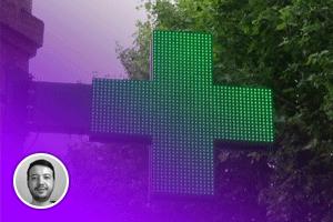 Откуда на аптеках взялись мигающие зелёные кресты