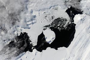 Фото дня: формирование айсберга в Антарктиде