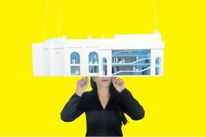 Марина Абрамович собирает деньги на собственный институт