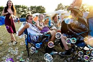 Фестиваль Roskilde в Дании: Бег голышом, гигантские шатры и резиновые сапоги