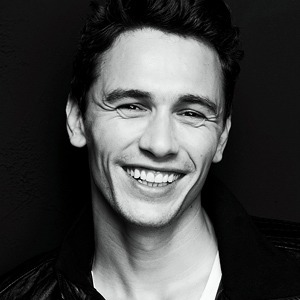 Джеймс Франко улыбается