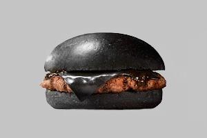 В японском Burger King создали черный бургер
