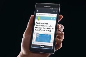 В новой рекламе Samsung раскритиковала Apple с помощью твитов и цитат СМИ