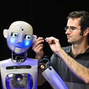 Как собирают эмоциональных андроидов, которые играют в театре