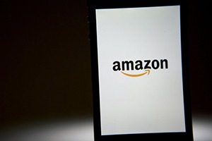 Названа примерная дата выхода 3D-смартфона Amazon