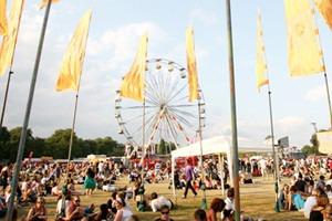 Фестиваль Lovebox в Лондоне: Пикник на свежем воздухе с кабаре и боулингом