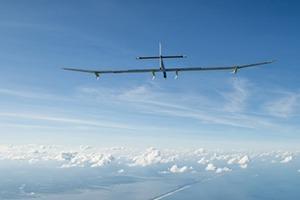 Самолёт на солнечных батареях пересёк США