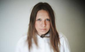 Гардероб: Мария Мелешкова, художник