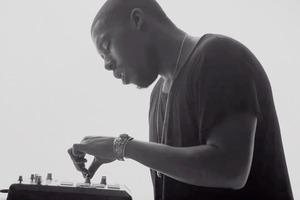 Для Apple Music сняли три чёрно-белые рекламы с музыкантами
