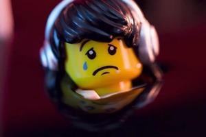 Видео дня: Greenpeace в знак протеста залила LEGO нефтью