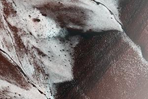 Фото дня: заиндевелый склон на Марсе
