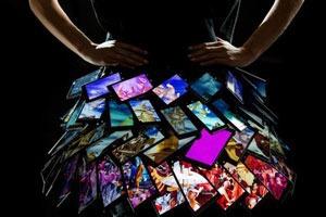 Создана первая в мире юбка из смартфонов
