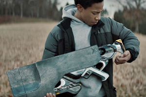 Короткометражка дня: мальчик с инопланетным оружием против бандитов