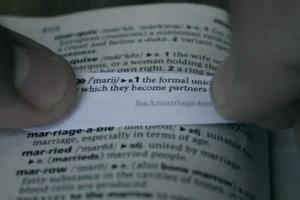 Активисты изменяют в словарях старое значение слова «брак»