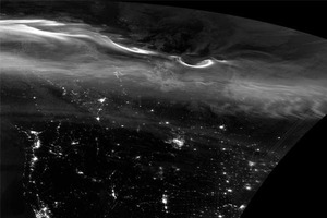 Спутник снял полярное сияние в чёрно-белой гамме