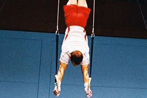 Олимпийские обложки недели: Инсталляции из красных автобусов и сотни открыток