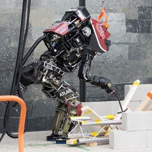 Фото и видео: роботы Boston Dynamics занимаются странными вещами