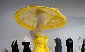 Японский городовой: лондонские выставки Yohji Yamamoto