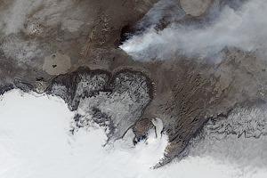 Фото дня: снимки 16-километрового потока лавы со спутника