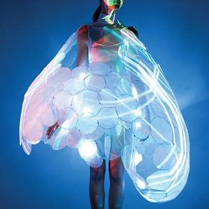 Создатели интерактивной одежды Studio XO — о моде будущего