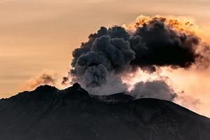 Видео: таймлапс извержения вулкана в 4K