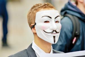 Британская разведка охотится на Anonymous