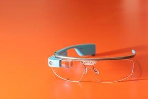 В Японии изобрели анти-Google Glass
