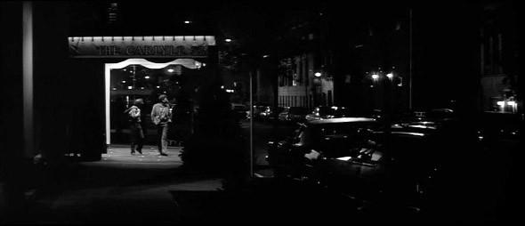 2. Carlyle Hotel Не менее роскошный отель в стиле ар-деко, который часто называли «Белым Домом Нью-Йорка» — Джон Кеннеди прожил десять лет в его апартаментах на тридцать четвертом этаже. Появляется у Вуди в «Голливудском финале» и «Ханне и ее сестрах», а сам режиссер регулярно поигрывал в его баре джаз.. Изображение №21.
