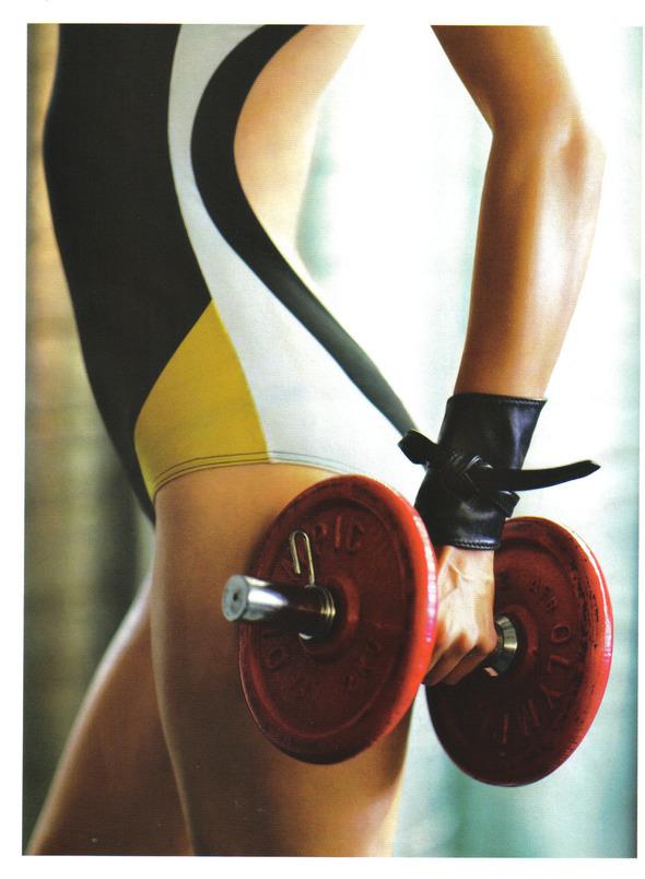 Быстрее, выше, сильнее: Модные съемки, вдохновленные спортом. Изображение №57.