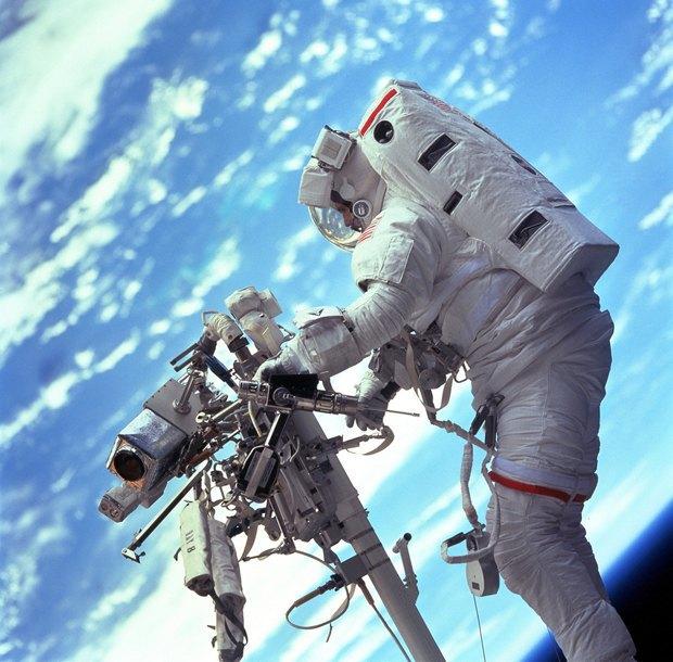 NASA представила реалистичные фото в стиле «Гравитации». Изображение № 7.