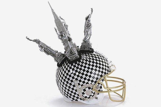 Дизайнеры превратили футбольные шлемы в предметы искусства. Изображение № 8.