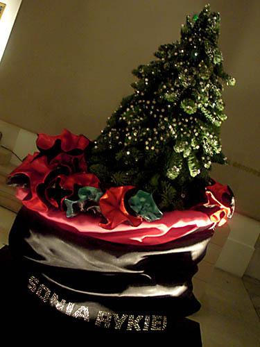 Новогодние елки отзнаменитых дизайнеров. Изображение № 8.