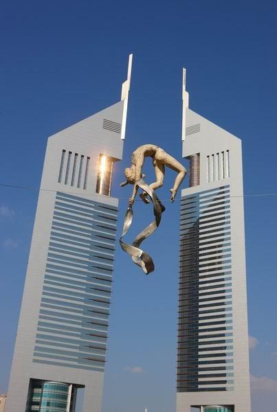 Скульптуры Джерзи Кедзиоры, парящие в воздухе. Изображение № 2.