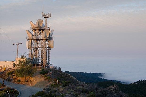 Заброшенные телефонные башни вгорах ипустынях . Изображение № 7.