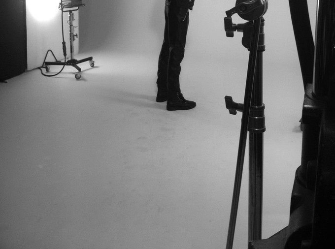 Бэкстейдж съемки коллекции Джонатана Андерсона для Versus. Изображение № 3.