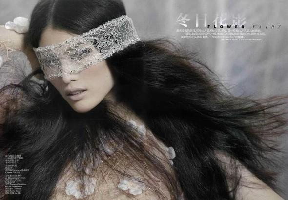 Съёмка: Суй Хэ для китайского Vogue. Изображение № 1.