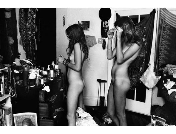 Части тела: Обнаженные женщины на фотографиях 1990-2000-х годов. Изображение №154.
